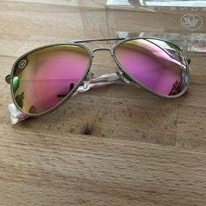 4105b656d61 Blenders Accessories - NWT Blenders High Class Jes aviator sunglasses